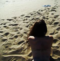 (AUTORRETRATO) Desierto (paulaflorencia) Tags: life summer woman hot love beach girl back mujer sand chica amor playa arena vida espalda verano calor