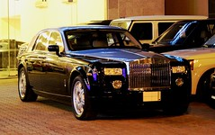Rolls Royce Phantom . . . (ATFotografy) Tags: england black car night sedan canon silver automobile shine rr rollsroyce east full size made saudi arabia rolls parked middle dslr phantom royce britian ksa series1 600d atfotografy