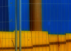 Building Site Aesthetics (hedbavny) Tags: vienna wien wood blue light shadow sun lines yellow bar fence grid austria österreich rust linie curves rusty baustelle container gelb blau curve curved rost rohr constructionsite holz buildingsite absperrung rostig gitter röhre aesthetics ästhetik absperrgitter holzplatte