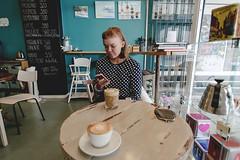 234/366 roosa (Niko Saarinen) Tags: papulaari roosa coffee kahvi kahviputiikki kahvila cafe cappuccino latte girl kouvola visitfinland visitkouvola nikon d800e nikkor 2035mm