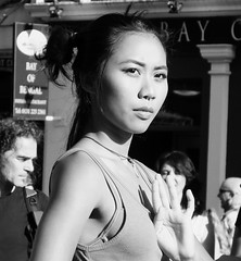 Fringe on the Mile 2016 0115 (byronv2) Tags: edinburgh edimbourg edinburghfestival edinburghfestivalfringe edinburghfringe fringe fringe2016 edinburghfringe2016 edinburghfestivalfringe2016 performer theatre peoplewatching candid street royalmile oldtown asian woman girl pretty beautiful portrait dancer dancing blackandwhite blackwhite bw monochrome