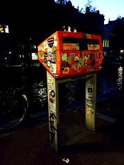 Boite aux lettres ou uvre d'art ? (fourmi_7) Tags: art boiteauxlettres orange autocollant dcore hollande amsterdam ville nuit balade rue
