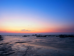 Evening glow (Ted Tsang) Tags: olympus em1 1240mmf28 landscape sea longexposure night nightscape sunset wetlands beach sunlight twilight wave boat ship silhouettes taiwan lugang reflections bluehour magichour sky chunghua nd106