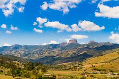 IMG_M8028 (Max Hendel) Tags: sbentodosapucaspbrazil bymaxhendel maxhendelphotography pedradoba bastone stone climbing montanhismo alpinismo montanhas brazilmontain lanscape arlivre bluesky