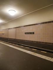 Der Bahnsteig. / 19.09.2016 (ben.kaden) Tags: berlin berlinmitte ubahnhofheinrichheinestrase u8 2016 19092016 ubahn ubahnlinie8