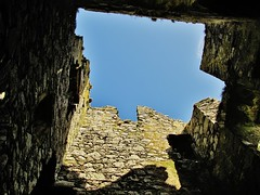 Looking Up Through Dunskey Castle (Jani Helle) Tags: castle scotland ruins portpatrick towerhouse dumfriesandgalloway dunskey dunskeycastle portphdraig september2011