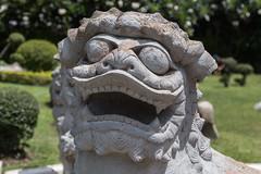 2016/07/28 13h41 statue, Wat Arun (temple de l'Aube) (Valry Hugotte) Tags: aube bangkok dawn thailand thalande watarun dragon dmon sculpture statue temple krungthepmahanakhon