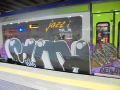 negan (en-ri) Tags: guth gelos gelo crew grigio train torino graffiti writing clava mazza chiodata viola bianco