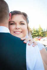 Megan On Justins Shoulder (R P M Photography) Tags: justin megan clark mrs mr becker farms wedding raechelle hollingsworth r p m rpm photography pretty beautiful gorgeous lace sunflowers