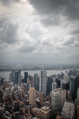 Y viene la lluvia (OneMarie!) Tags: clouds nubes nyc ny newyork city ciudad edificios buildings nikon gris nublado gray rain d5000 nikond5000