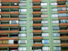 Janelas (Gijlmar) Tags: chile xile  txile chili cile ile  ili santiago  santag  amricadosul amricadelsur southamerica amriquedusud urban city green
