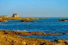 The castle watching the Ocean (Facebook : photographe.maximepateau) Tags: landscape paysage france bretagne morbihan presqule de quiberon sunset coucher soleil soir evening cte sauvage castle chteau ocean ocan mer maxime pateau