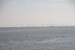 Land der Windspargel (Vasquezz) Tags: meer sea kste coast windrder windturbine windrad windenergie windenergy windpower schleswigholstein nordfriesland nordsee northsea wattenmeer waddensea