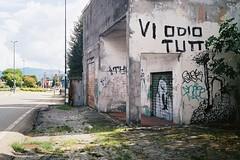 On the road (sirio174 (anche su Lomography)) Tags: road strada odio writers casa diroccata rudere erba ontheroad sullastrada