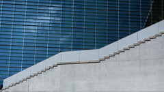 elisabeth-lders-haus (Winfried Veil) Tags: leica blue berlin window wall stairs germany deutschland 50mm grey veil fenster wand grau rangefinder treppe blau allemagne asph winfried 2012 freitreppe stufen m9 regierungsviertel elisabethldershaus messsucher leicam9 winfriedveil dwwg
