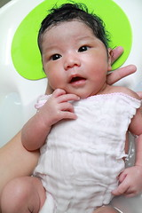Baby Rheina,Bath Time (^_^) ( Spice (^_^)) Tags: she portrait baby color cute eye girl face japan female canon mouth hair geotagged asian nose eos japanese infant asia pretty child hand finger daughter adorable july lips newborn 7d  lovely bathing bathtime  anak 2012 babae               sanggol   japanesebaby babyinbath saitamaprefecture  mixraced  haponesa   kasukabeshi oltusfotos  mygearandme  3weeksbaby gettyimagesjapan12q3 3 babywithbushyhair
