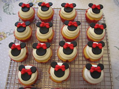 Minnie Mini (Confetti & Cupcakes) Tags: cake bar spider cupcakes high mini confetti evento beb bolo casamento convite festa aniversrio ch aranha marmita drika homen monter personalizados novaes gostosos decorados