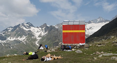 (www.tokil.it) Tags: swissborder confinesvizzero outdoor trekking hiking nature natura mountain montagna reticalps alpiretiche alpegembr altavalmalenco italy italia sondrio chiesainvalmalenco bivaccoanghilerirusconi riposo relax pausa break sonno sleep paesaggio landscape amici friends neve snow ghiacciaio glacer rocce rocks panoramica panoramic vista view wild selvaggio nikond90