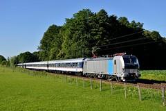 Railpool 193 824 Vogl (4439) (christophschneider1) Tags: kbs950 vogl bahnbergang oberbayern meridian ersatzverkehr lokomotion railpool vectron siemens 193 193824 nx nationalexpress nwagen