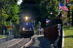 Entering Pawling, NY (grumpyff) Tags: metronorth railroad commute commuter train transportation travel rail railway bl20gh 115 brookville locomotive diesel pawling ny dutchesscounty flag usa track