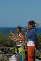 Musiciens dans l'Intra (saintmalojmgphotos) Tags: saintmalo intramuros intra 35400 35 musique musiciens murs musicien mime