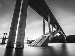 L'ancien et le Nouveau (xavier hamon) Tags: bretagne illeetvilaine larance pont bridge pontchateaubriand pontsainthubert longue leefilter poselongue bigstopper noiretblanc blackandwhite viaduc