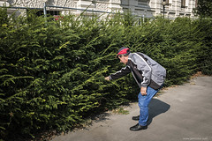 bushman (jrockar) Tags: streetphotography documentary street photography candid decisive moment instant snap shot man guy bush search mystery bushman city urban x100s rangefinder fuji prime lens 35mm vienna wien austria ordinarymadness jrockar janrockar idiot