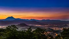Sunset - Chane des Puys (cleostan) Tags: clermontferrand chane des puys auvergne france puydedme cleostan sunset nikon tamron gergovie romagnat coucher soleil sun vert green jaune bleu orange brume
