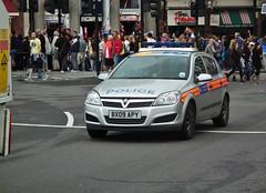 Met Police DAA (kenjonbro) Tags: uk england london westminster silver trafalgarsquare police vehicle incident 2009 charingcross metropolitan astra vauxhall response sw1 metropolitanpolice daa kenjonbro 17td fujihs10 bx09apy worldpride2012
