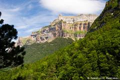 Punta Gallinero (fjmanzanal) Tags: naturaleza mountain mountains landscape nationalpark huesca valle paisaje valley montaña pyrenees montañas pirineos ordesa pirineo parquenacional aragón pirineoaragonés