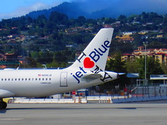 jetBlue N586JB (kenjet) Tags: blue ny fog airport ramp sfo jet airline airbus jetblue airways a320 320 ksfo b6 a320232 blueyork n586jb iloveblueyork