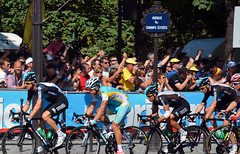Astana rider surrounded by Sky (Majorshots) Tags: cycling tourdefrance peloton champslyses stage20 avenuedeschampslyses roadcycling teamsky skyprocycling tourdefrance2012 letour2012 rambouilletparis tape20