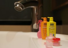 Enjoy bathing (Jimo eyes) Tags: beauty bathroom rement