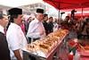 Majlis Sumbangan Bubur Lambuk & Tinjauan Mesra Bazar Ramadhan Kampung Baru. (Najib Razak) Tags: kualalumpur kampung pm ramadhan baru primeminister 2012 bubur majlis sumbangan perdanamenteri lambuk najibrazak
