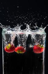 White Line (ID720603) Tags: color colour water fruit movement splash balckbackground