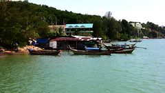 THAILAND,  Phuket -  Andamansea, Leben am Ufer ,119 (roba66) Tags: travel sea seascape strand thailand boot boat mar asia asien meer mare urlaub insel explore thai phuket isle thailandia fischer isola andamansea eastasia thailandphuket phuketisland earthasia andamansee roba66