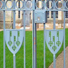 015b Keys Insignia (paulscott.info) Tags: england tour photographs adelaide slideshow southaustralia cambridgeshire anglican elycathedral churchofengland paulscott