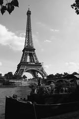 Bords de Seine (.urbanman.) Tags: eiffel toureiffel tour pniche quai ina pont pontdina bordsdeseine