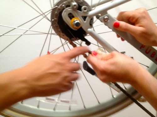 Public Bike: removing tire from internal hub