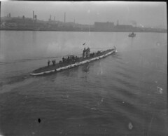 German sub U-Boat war prize WWI (Boston Public Library) Tags: submarines lesliejones maritime warship boat submarine imperialgermannavy germannavy kaiserlichemarine smu111 u111 unterseeboot uboat typemitteluuboat typemitteluclass typemittelu mitteluclass typeu93 typeu93class u93class germaniawerit germaniashipyard unitedstatesnavy usnavy usn ussu111 capturedships warprize capturedship