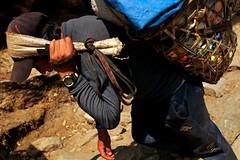 Porter's Life (max33.net) Tags: nepal trekking 2012 ebc namche 尼泊爾 everestbasecamp sagarmathanationalpark canon5dmarkii sagarmathazone solukhumbudistrict nikon35mmf14nikkorncautononai 薩加瑪塔國家公園 薩加瑪塔專區