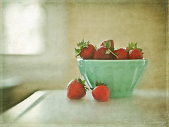 Strawberries in Turquoise Bowl (SLEEC Photos/Suzanne) Tags: stilllife strawberries textured lesbrumestexture magicunicornverybest flypapertextures kimklassentextures