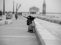 """""""La felicit  reale solo quand' condivisa"""" (zenith85) Tags: mare insieme spiaggia nonno bambina veneto caorle felicit fotodistrada"""