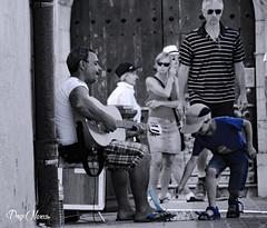 le guitariste et l'enfant - guitarist and child (png nexus) Tags: street blue child bleu desaturation rue enfant