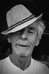 Street Portrait, Cuenca (klauslang99) Tags: streetphotography klauslang portrait person man hat face cuenca ecuador