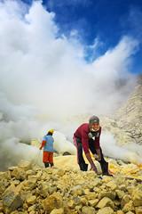 java - ijen (peo pea) Tags: leica leicaq reportage indonesia ijen crater cratere sky clouds sulfur zolfo mine miners giava java
