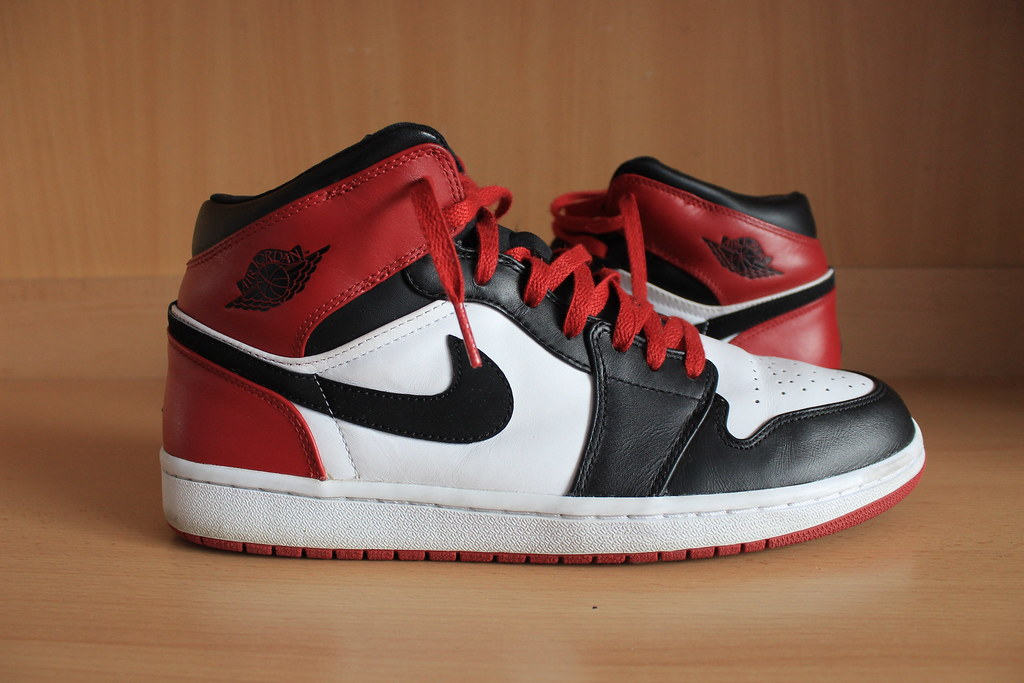 d0abbffd9d06 AIR JORDAN 1 MID OLD LOVE   NEW LOVE   BLACK TOE 2006 136085-102