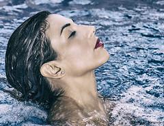 Perfiles (Pepa Morente ( 1.450.000 de VISITAS )) Tags: piscina agua perfil tranquilidad bella atractiva mujer woman verano summer girl