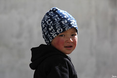 Kid of Leh - The woolen cap (_Spoutnik) Tags: india child kashmir leh enfant himalayas ladakh inde jammukashmir cachemire