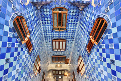 Casa Batll (russ david) Tags: barcelona de la casa spain district may catalonia gaud block antoni passeig grcia 2012 illa discord batll eixample casadelsossos houseofbones discrdia